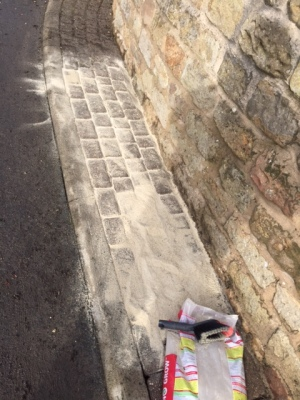 Applying sand to block paving joints